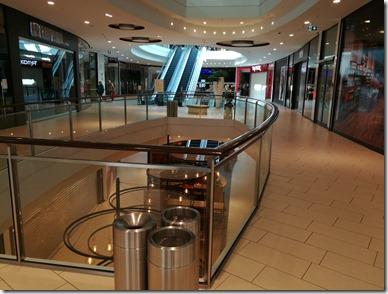 Einkaufscenter an einem Samstag Vormittag im März